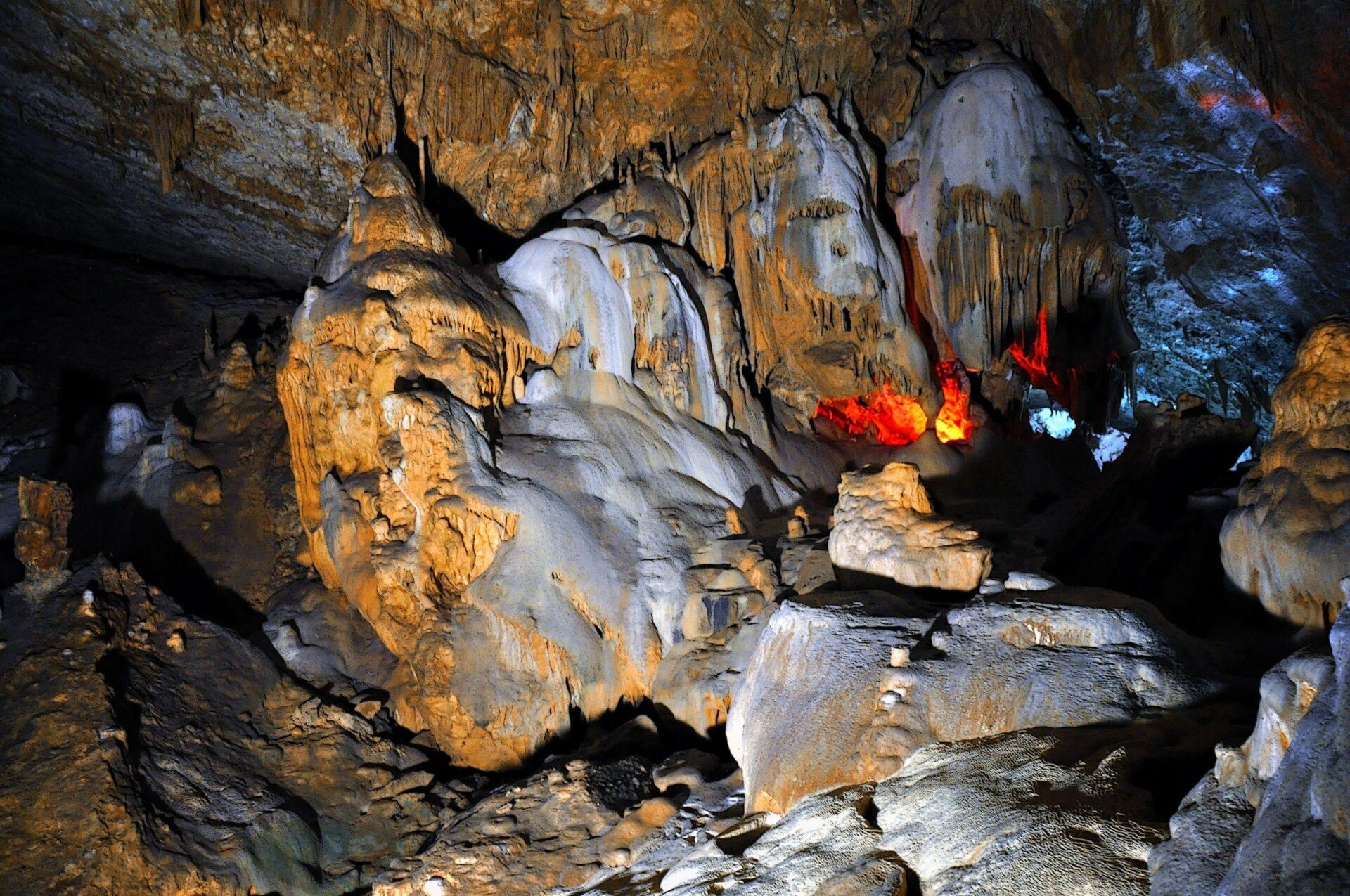 Карстовые пещеры Нового Афона