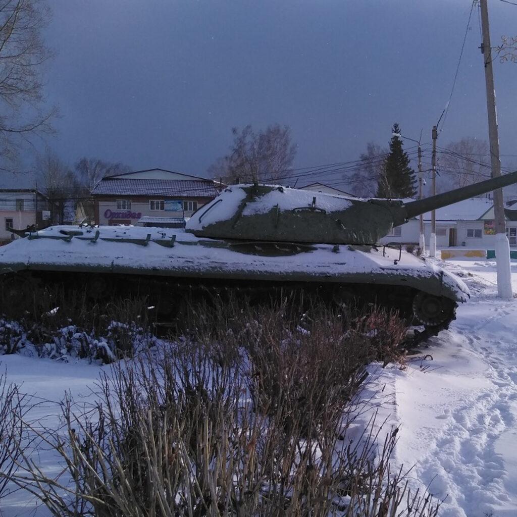 Танк на станции Козулька