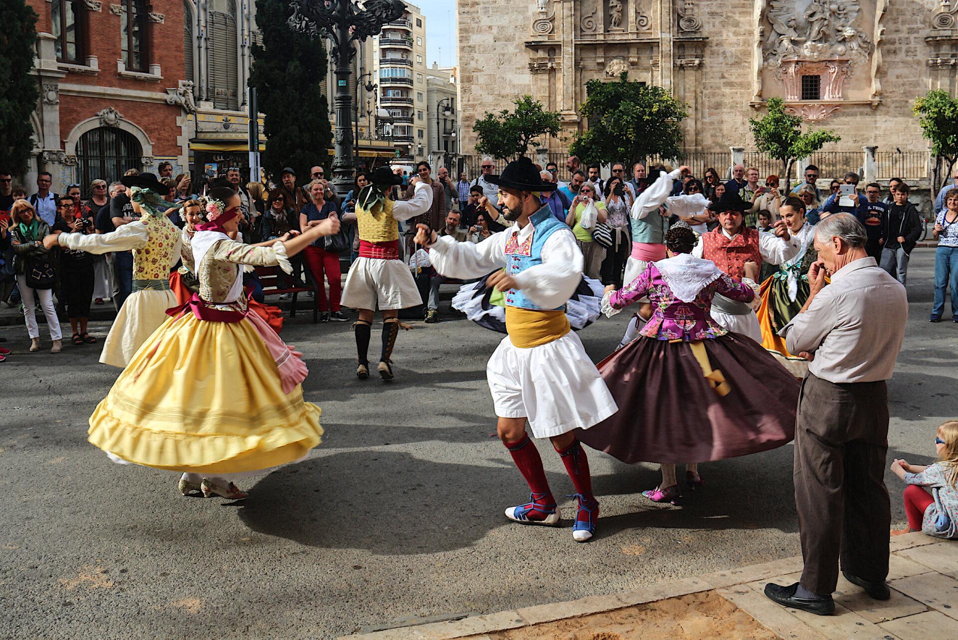 Ноябрьские выходные вВаленсии. Уличные танцы.