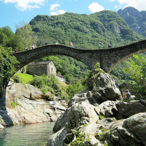 Мост и плотина — звучит буднично, но видели бы вы их)