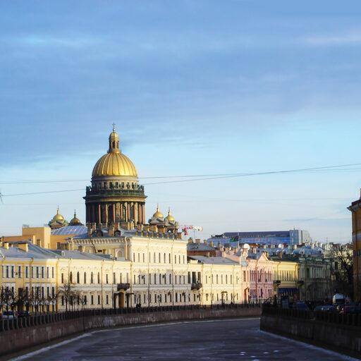 Город над зимней Невой