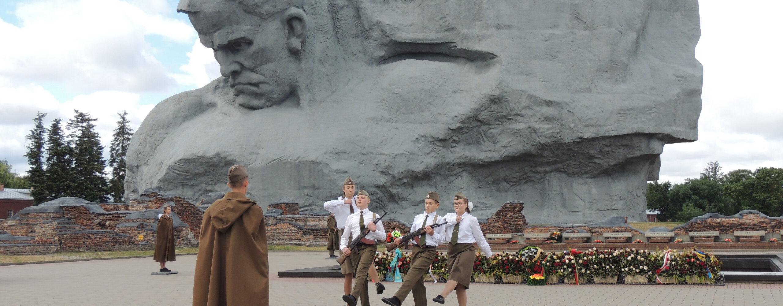 Изсолнечной Сибири вдождливую Беларусь. Часть 6: Брестская крепость