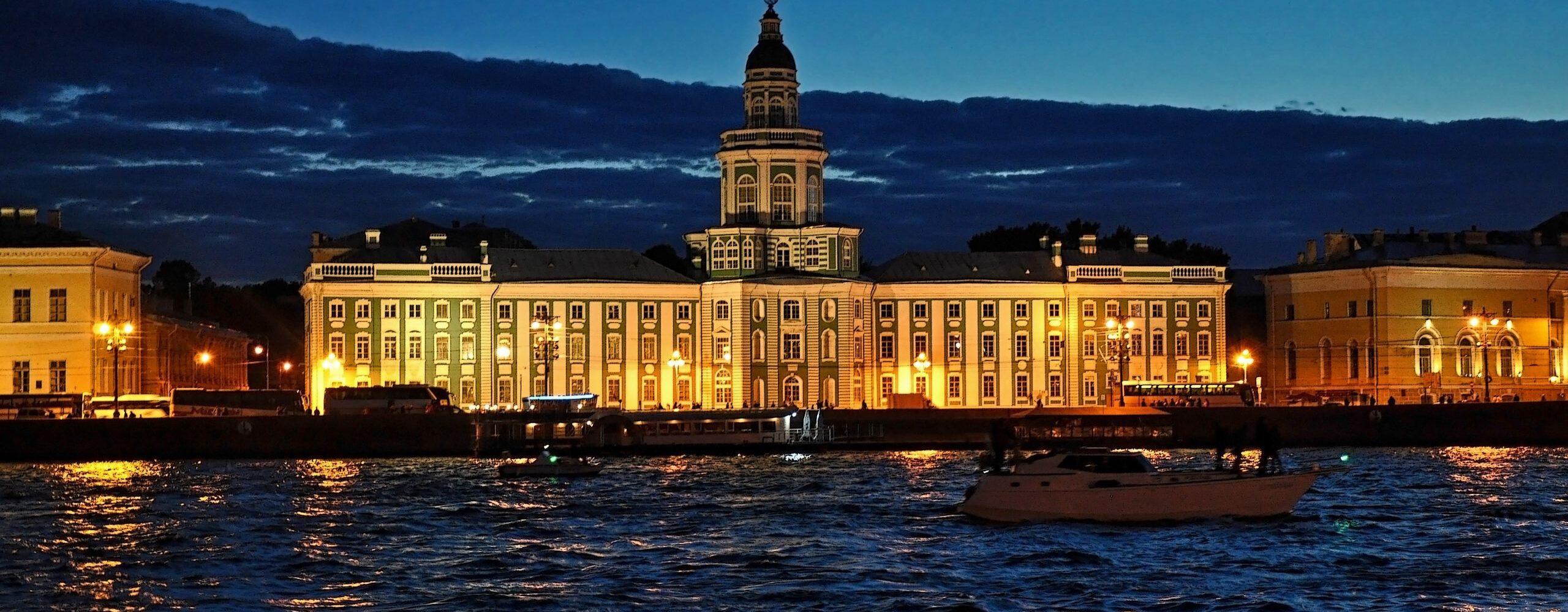 Санкт— Петербург