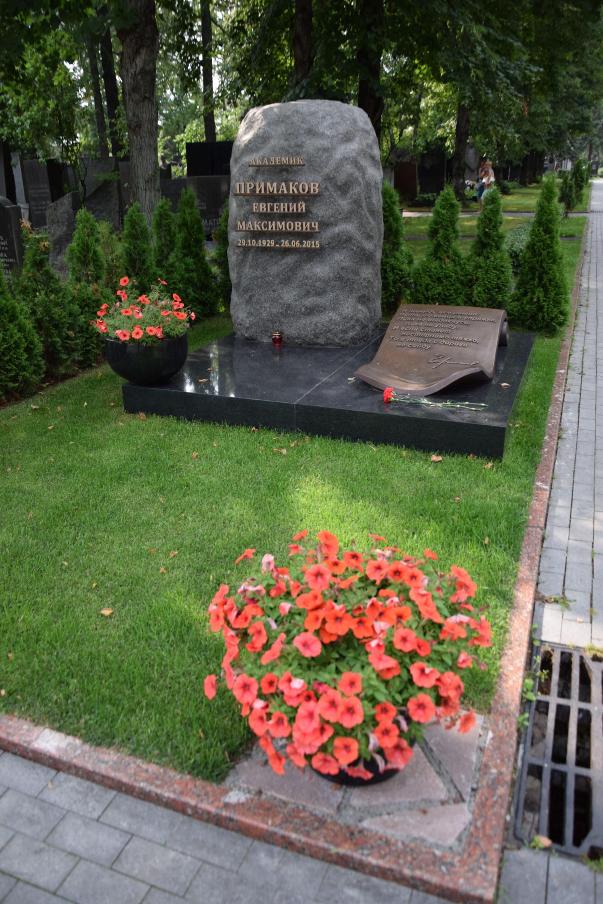 Новодевьиче кладбище.