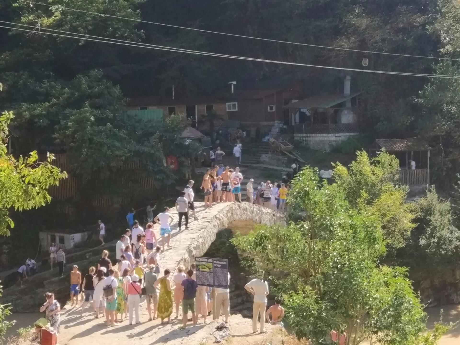 Мост царицы Тамары иводопад Махунцети…