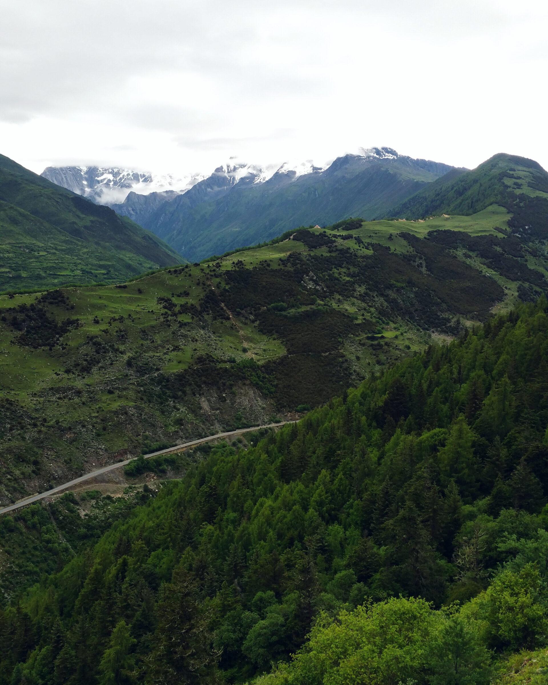 Китай. Four girls mountains