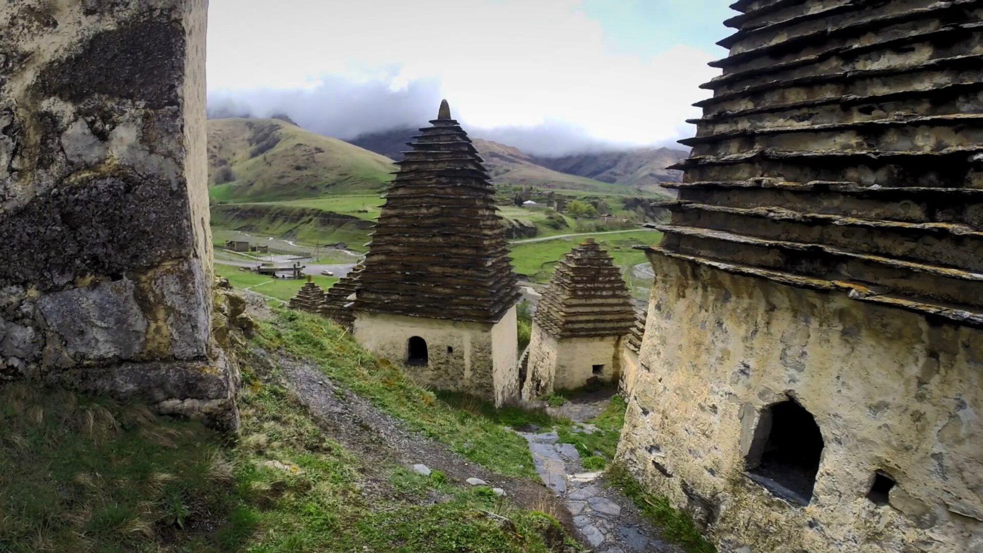 Даргавс, город мертвых. Дзивгисская крепость. Фиагдонский монастырь. Зейгаланский водопад.