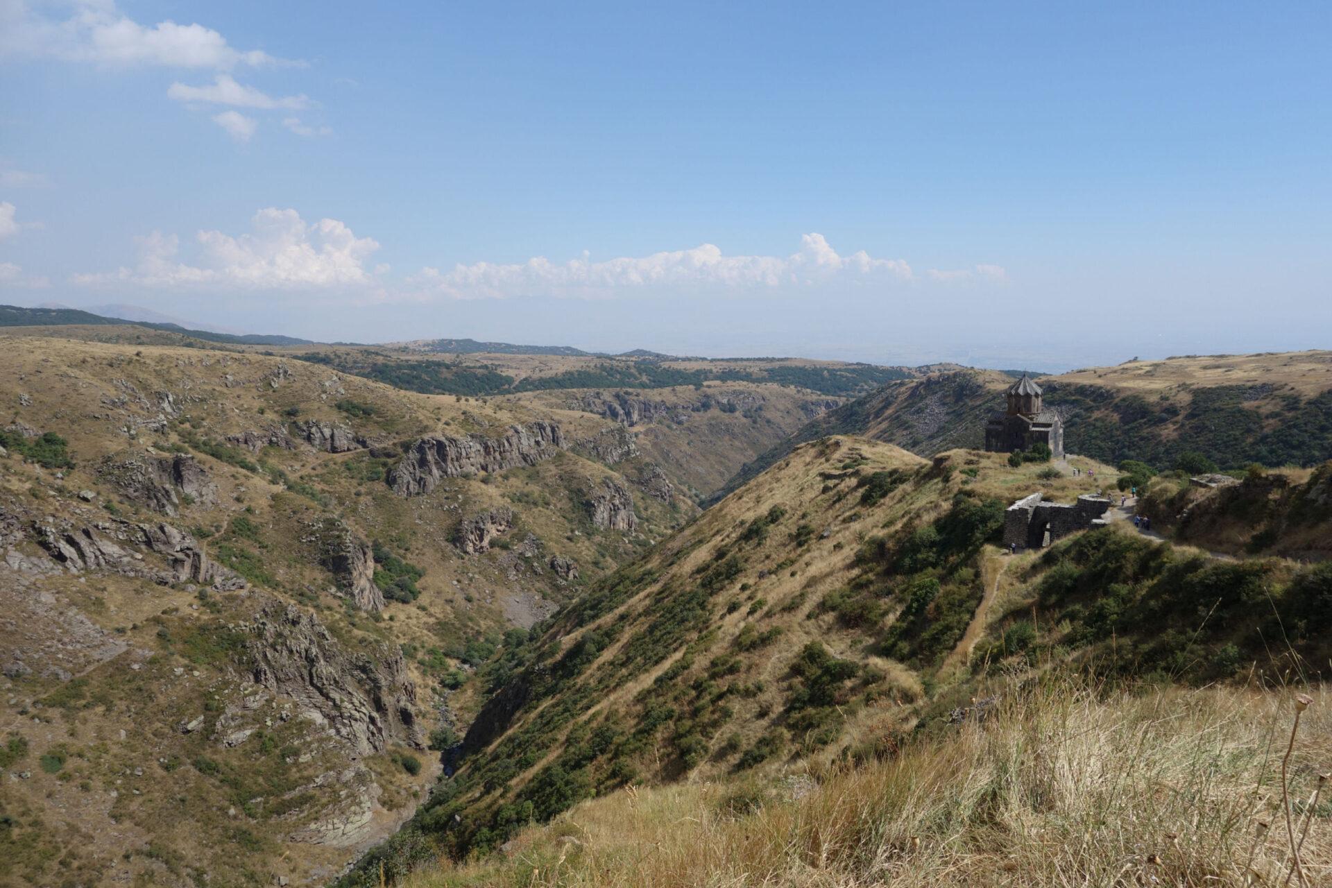 Армения. Часть 2. Крепость Амберд, собор Аруч икараван-сарай