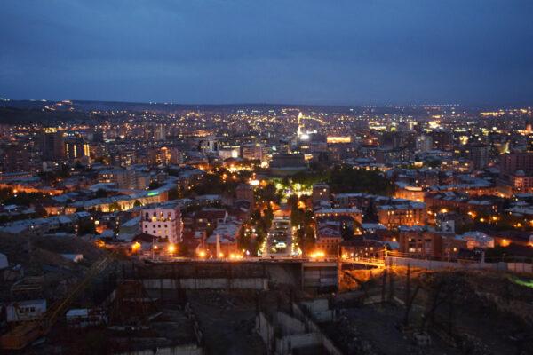 Ереван: коньячный завод Арарат, церковь Святой Рипсимэ, Эчмиадзинский кафедральный собор, Сокровищница, храм Звартноц.